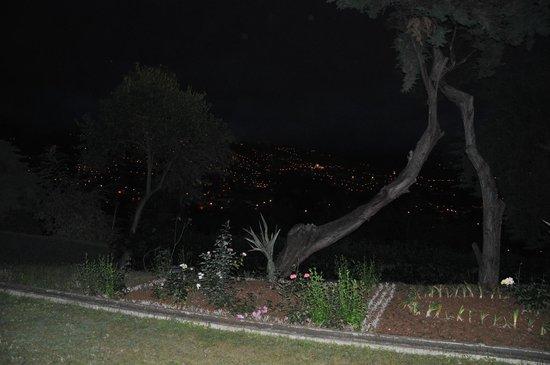 Quinta Das Vistas Palace Gardens : Vue de la chambre 109 le soir
