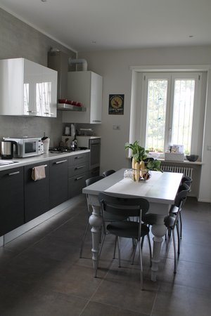 Appia Antica Resort: Well stocked kitchen