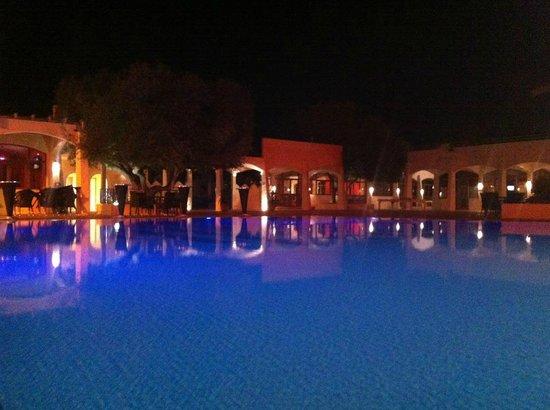 Club Med Djerba la Douce : Piscine le soir