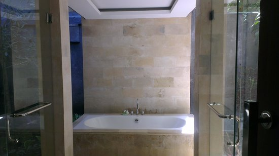 Umae Villa: Bathtub