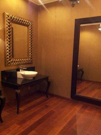 The Grand Hotel: Cuarto de baño de recepción