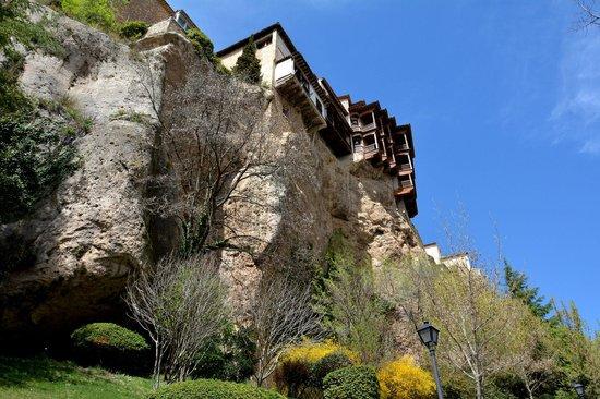 Museo de Arte Abstracto Espanol  - Casas Colgadas: 宙吊りの家