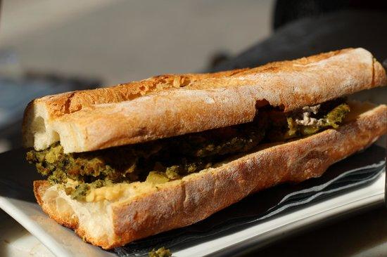 PaninoLab alla Ferramenta : Vegan Bio: hamburger di spinaci, hummus, crema di tofu con olive e capperi. Tutto biologico.