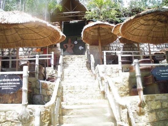 Thap Ba Hot Springs: Aufgang zum Schlammbad