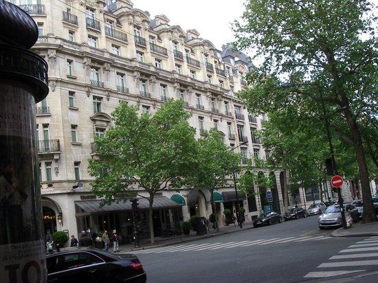 Millennium Hotel Paris Opera: Front of  hotel