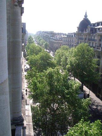 Millennium Hotel Paris Opera: Bedroom balcony view