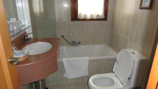Hotel Modus Vivendi: Baño habitación 206