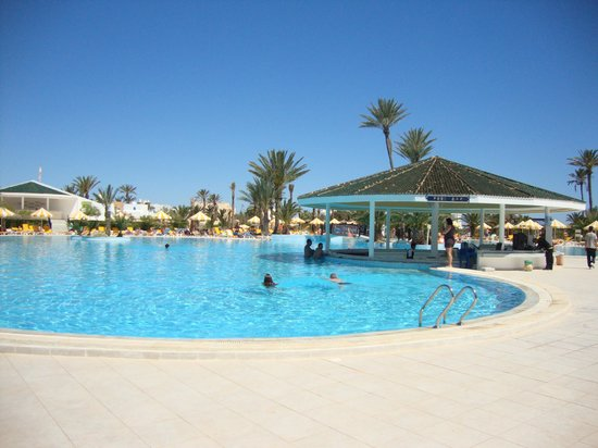 Djerba Holiday Beach : Le bar de la piscine