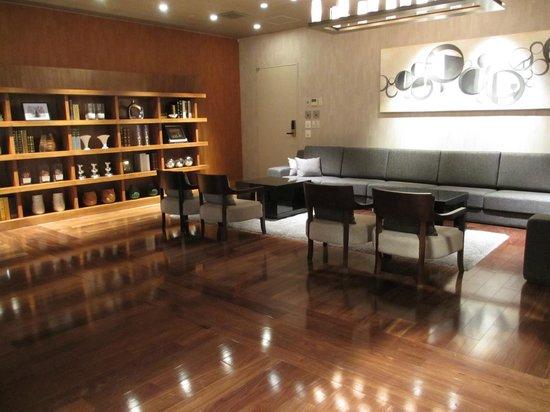 Agora Fukuoka Hilltop Hotel & Spa: 図書室の様な・・・