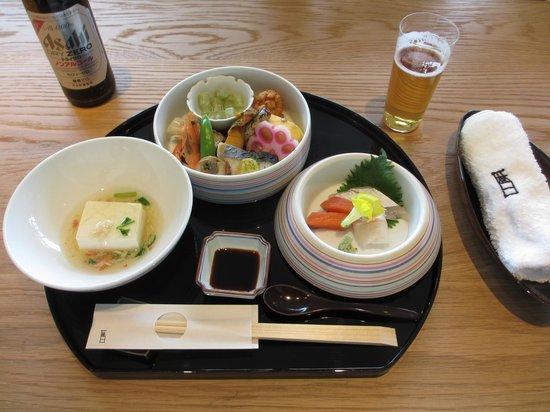 Agora Fukuoka Hilltop Hotel & Spa: お昼の てまり弁当