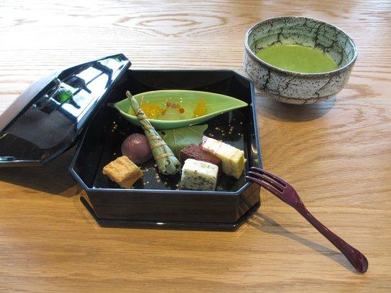 Agora Fukuoka Hilltop Hotel & Spa: デザートと 抹茶