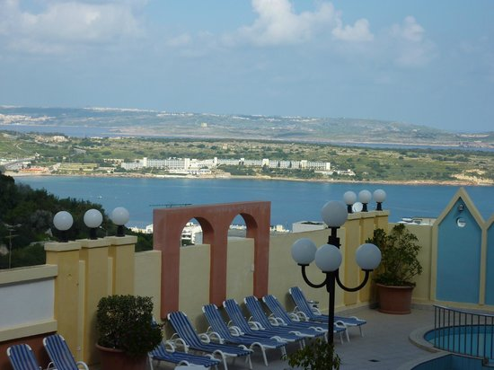 Pergola Hotel & Spa : View from the hotel of Mellieha Bay.