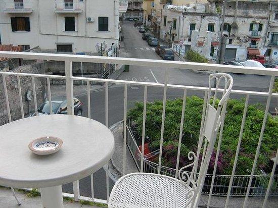 Hotel Maison Raphael: balcony