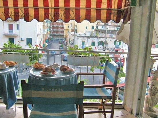 Hotel Maison Raphael: breakfast