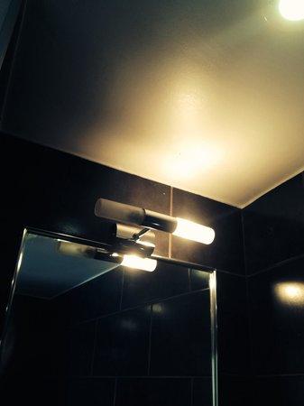 Atelier Montparnasse : Ampoule grillée, je vous épargne le siphon qui fuit !