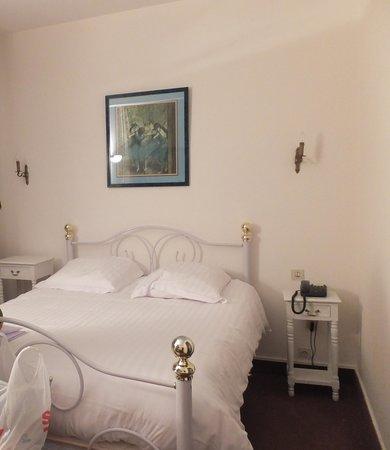 Hotel Jeanne d'Arc: habitacion
