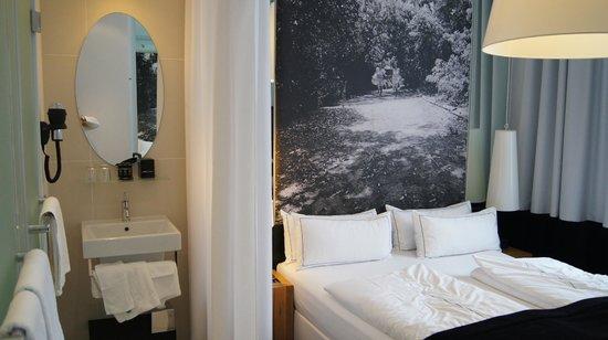 Sir Savigny Hotel: Pokój
