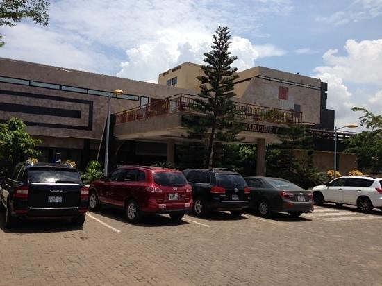 Hotel Marjorie 'Y': car park