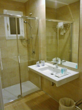 Eix Alcudia Hotel - Adults Only: Belting shower