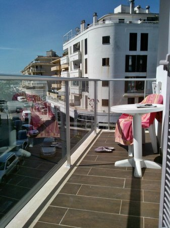 Eix Alcudia Hotel - Adults Only: Long spacious balcony