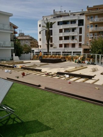 Eix Alcudia Hotel - Adults Only: New decking being layed