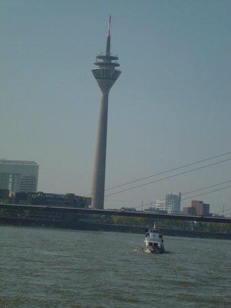 Rhine Tower (Rheinturm) : Башня Дюссельдорфа