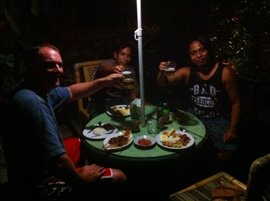 Warung Boni : Don't be afraid to ask Bon to come sit with you for a yarn over a beer
