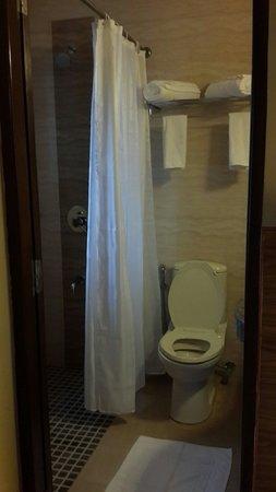The Hawaii Comforts: Bath and shower