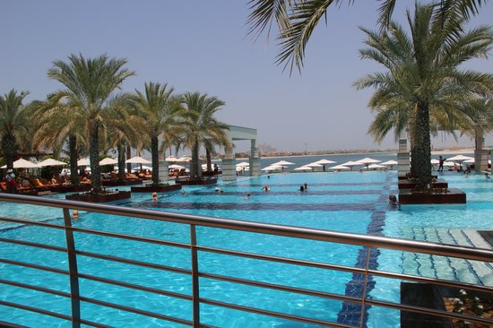 Jumeirah Zabeel Saray: Pool view to Atlantis