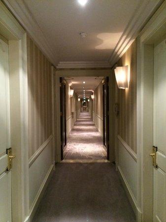 The Westbury: Hotel corridor
