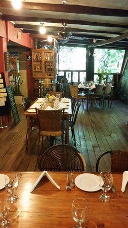 Chateau Hestia Garden Restaurant & Deli: Dining area