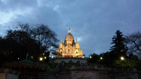 Basilique du Sacré-Cœur de Montmartre : Linda iluminada à noite!
