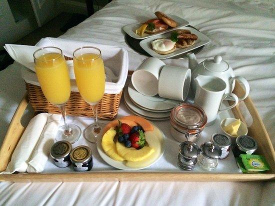 One Three Nine Bath: Breakfast in bed