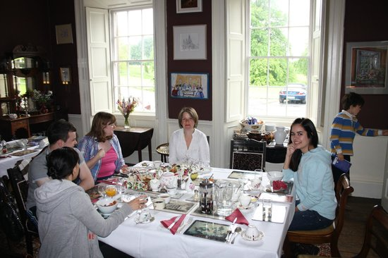Roundwood House: Breakfast with the Flynn Family and guests