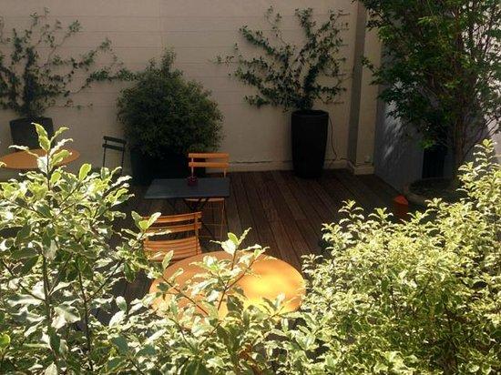 Hotel Vic Eiffel : Vu sur le patio