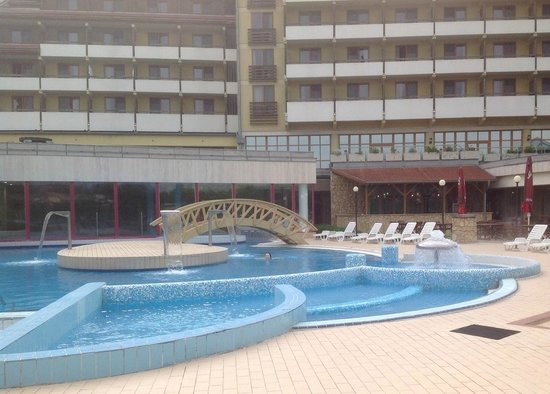 Hunguest Hotel Pelion: Вид со стороны бассейнов