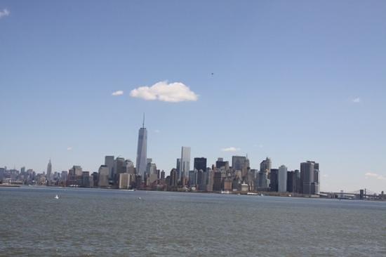Manhattan Skyline : manhattan vanaf Liberty Island