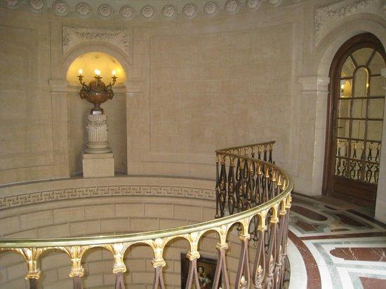 Chateau Colbert : Grand escalier