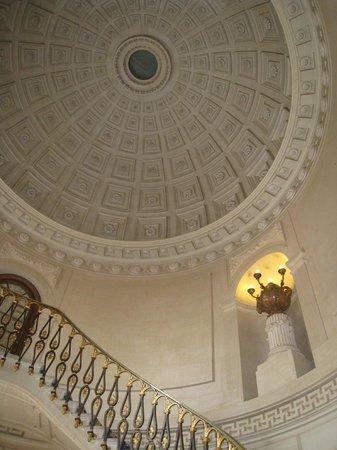 Chateau Colbert : Plafond au dessus de la réception