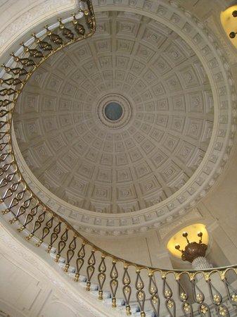 Chateau Colbert : Plafond du grand escalier