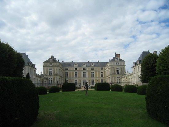 Chateau Colbert : Château depuis l'entrée