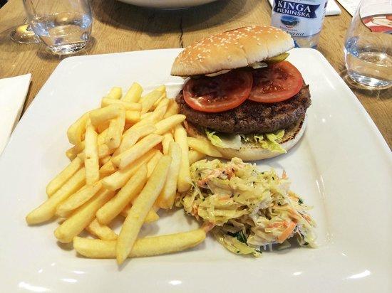 ibis Krakow Centrum: Classic burger
