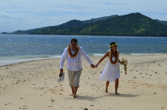 Royal Davui Island Resort: The beach walks