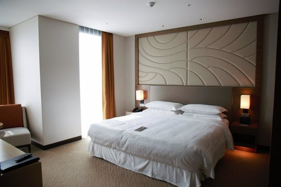 Sheraton Seoul D Cube City Hotel: Bedroom