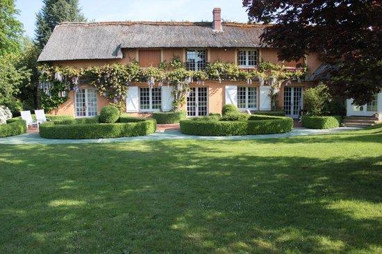 Maison D'hotes Lagatine: Ancien hôtel du XIXème au toit de chaume.