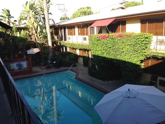 Burbank Extended Stay Inn: The view from upstairs rooms