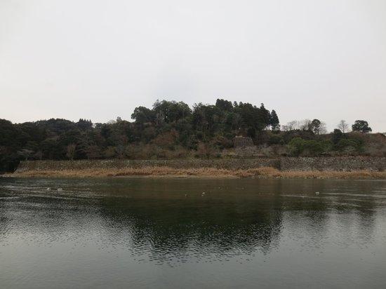 Hitoyoshi Castle Ruins: 球磨川沿いの石垣群