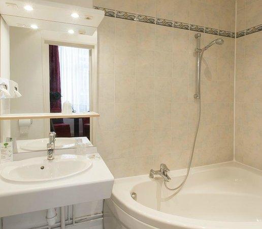 Grand Hôtel Lille : Salle de bain de chambre chambre double supérieure