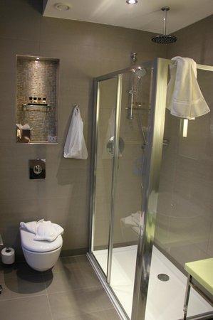 The Belgrave: Bathroom