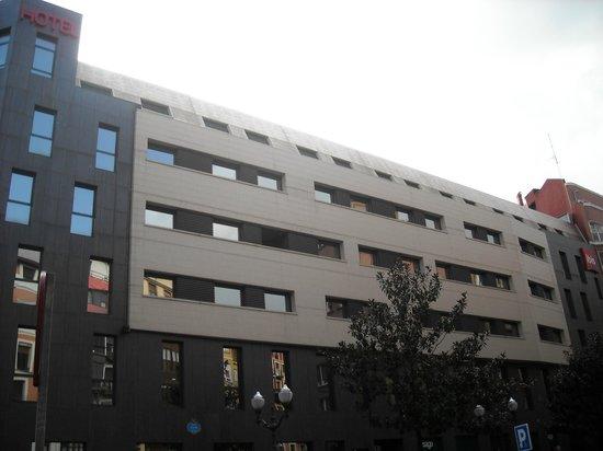 Ibis Bilbao Centro: Fachada
